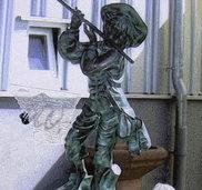 Flötenspieler vom Sockel gerissen
