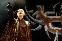 Friedliche Familienfeier im Kreis von Heavy-Metal-Bands