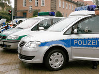 Anwohner behindern die Polizei
