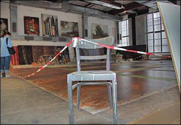 Baustelle: Hier trocknet der Fu�boden f�r die Idomeneo-Inszenierung. Foto: Savera Kang