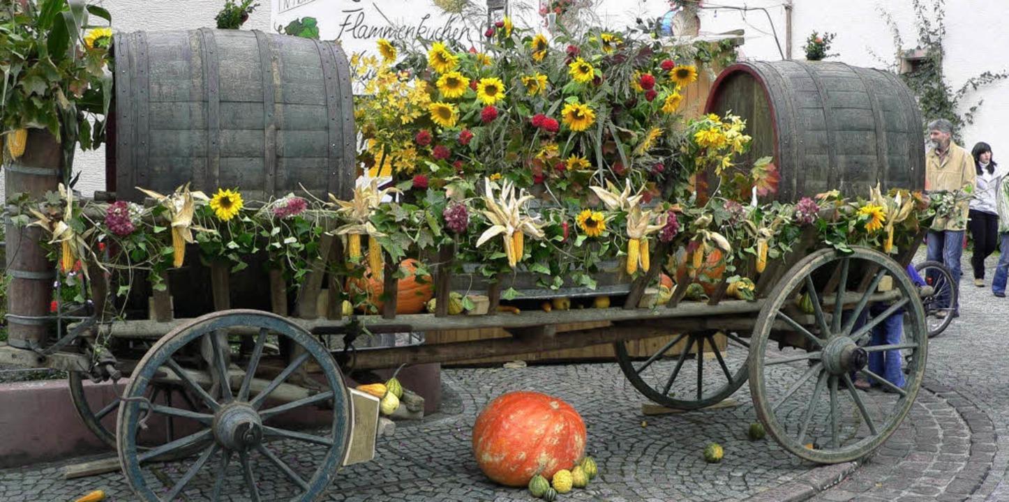 Festwagen mit Weinfässern, aus denen d...bacher Wein bei der Kilwi 2007 floss.   | Foto: Jürgen Bader