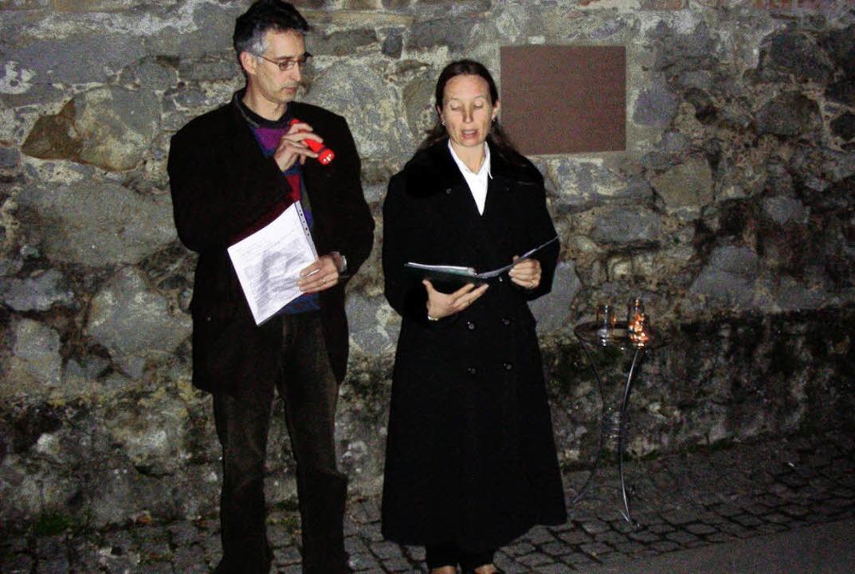 Bei der Feier zum 70. Jahrestag der Ze...ns Baulig vor der Gedenktafel Gebete.   | Foto: mario schöneberg