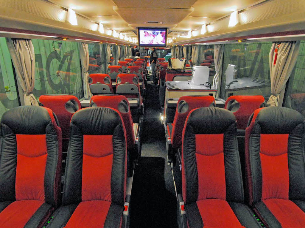 rundgang durch den neuen sc bus freiburg fotogalerien badische zeitung. Black Bedroom Furniture Sets. Home Design Ideas