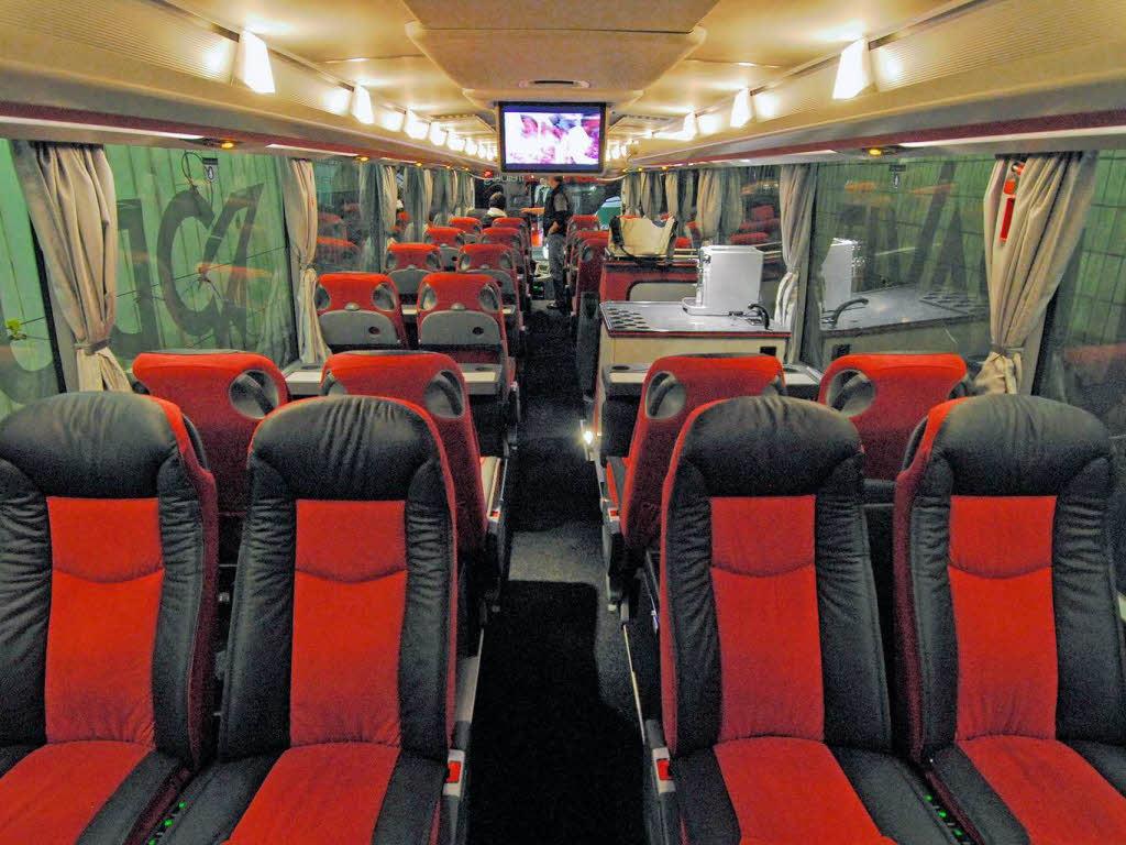 im innern des sc bus zwischen kaffeemaschine und der lucia freiburg badische zeitung. Black Bedroom Furniture Sets. Home Design Ideas