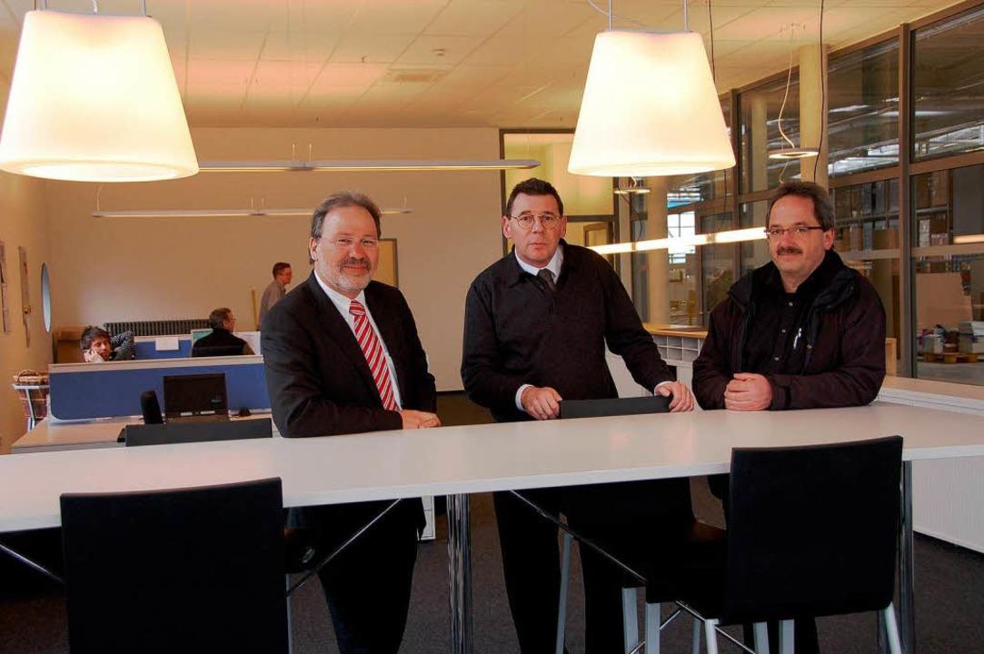 Aus der Vitra-Chefetage freuen sich üb... Rendler, Roland Briegel (von links).   | Foto: Sigrid umiger