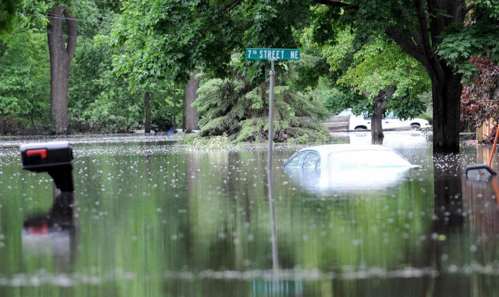 Jede Strasse Steht Unter Wasser