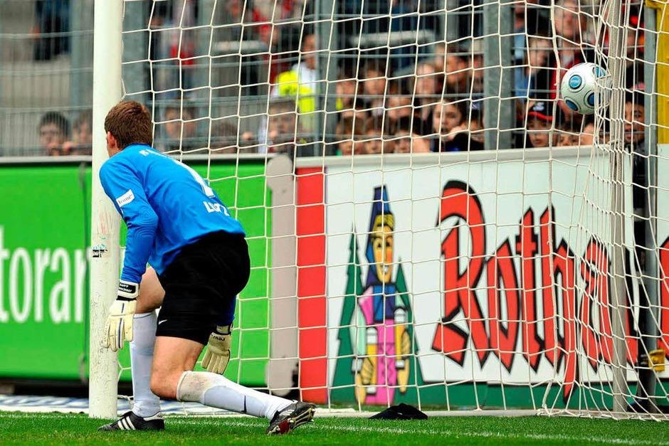 1:0 für den SC Freiburg. Michael Lutz geschlagen. (Foto: Patrick Seeger)