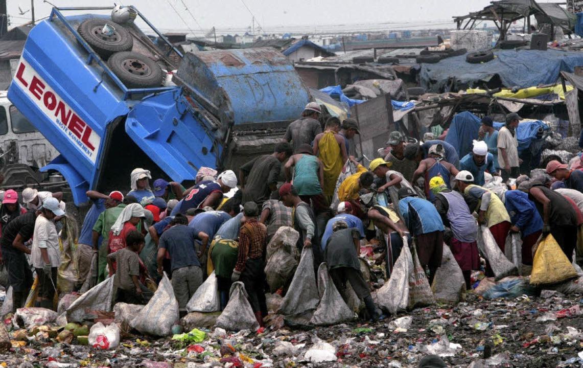 Müllsammler in Manila, der Hauptstadt der Philippinen.   | Foto: dpa