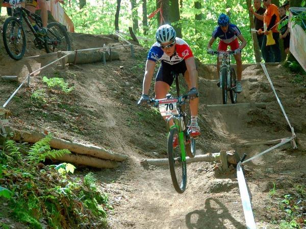 """Mountainbike Weltcup der Juniorinnen und Junioren in Offenburg: Sprung  durch den """"Dual Speed"""""""