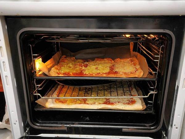 ...und ab in den Ofen.