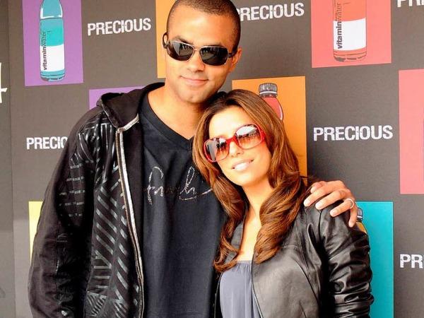 US-Schauspielerin Eva Longoria und ihr Mann, der Basketballspieler Tony Parker tagsüber lässig...