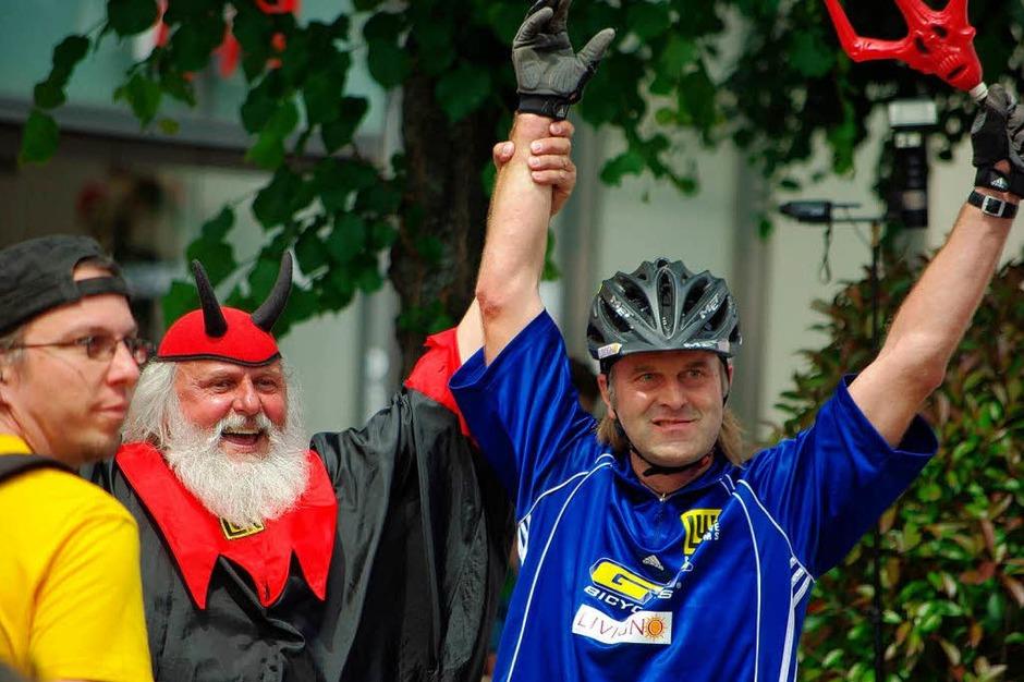 Offenburg verwandelte sich am Wochenende in eine Radlerhochburg: 2100 Mountainbiker waren auf vier Strecken am Start. (Foto: hrö)