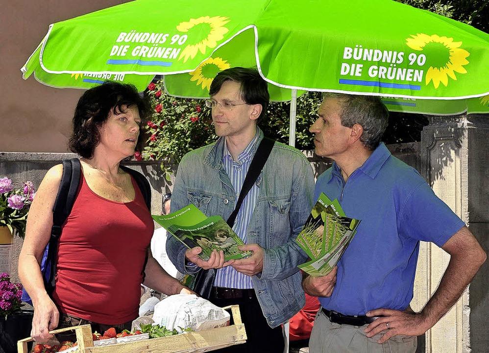 Wahlkämpfer unterm Sonnenschirm, Teil ... Grünen auf dem Markt in Littenweiler.  | Foto: Thomas Kunz