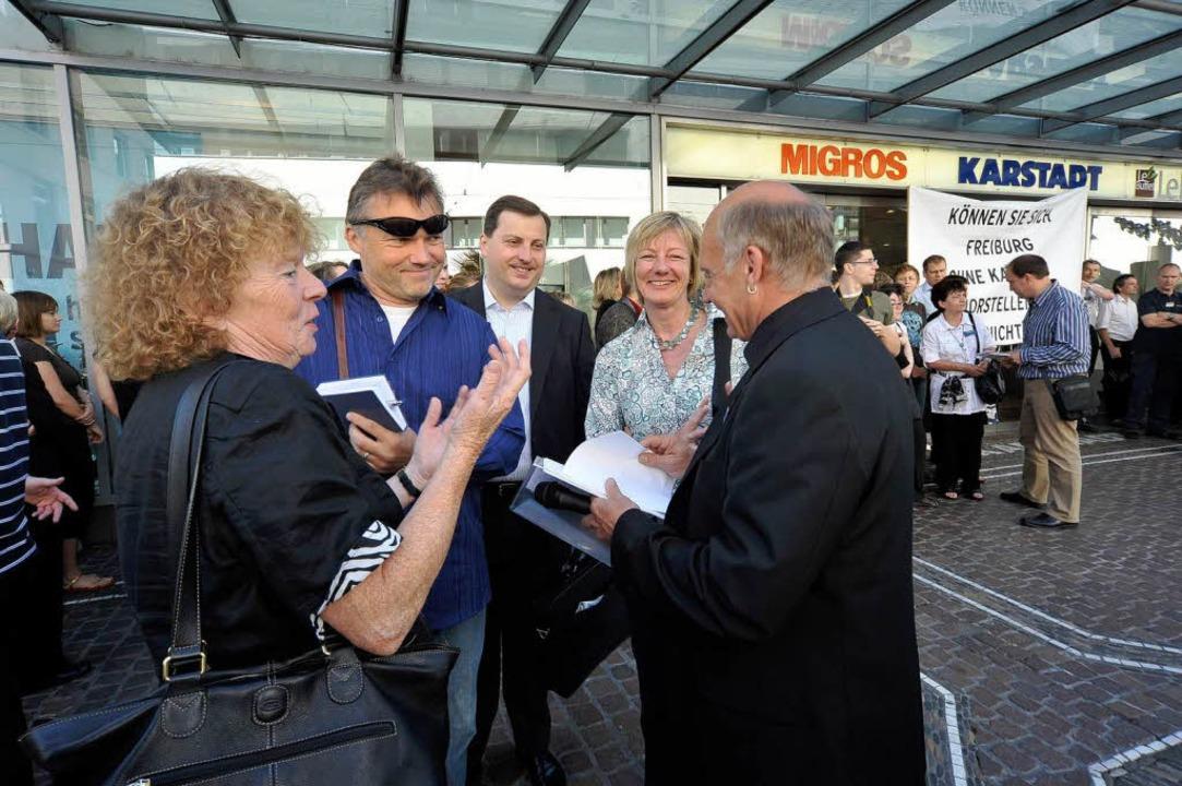 Betriebsratschef Ralf Stehning mit den...gner und Margot Queitsch (von rechts).    Foto: Thomas Kunz