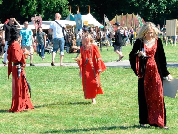 Mittelalter im Dreil�ndergarten: Heerlager, M�rkte, Kost�mierte und viele Zuschauer