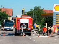 Bus rammt Gaszapfsäule in Grafenhausen
