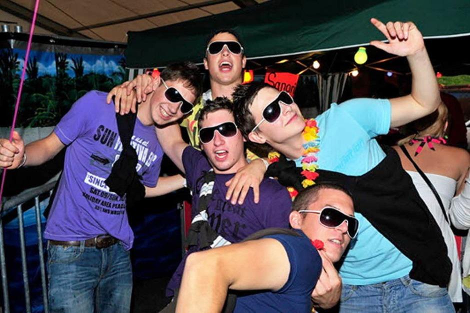 Partygänger, die etwas auf sich halten, tragen Brille. (Foto: Dieter Erggelet)