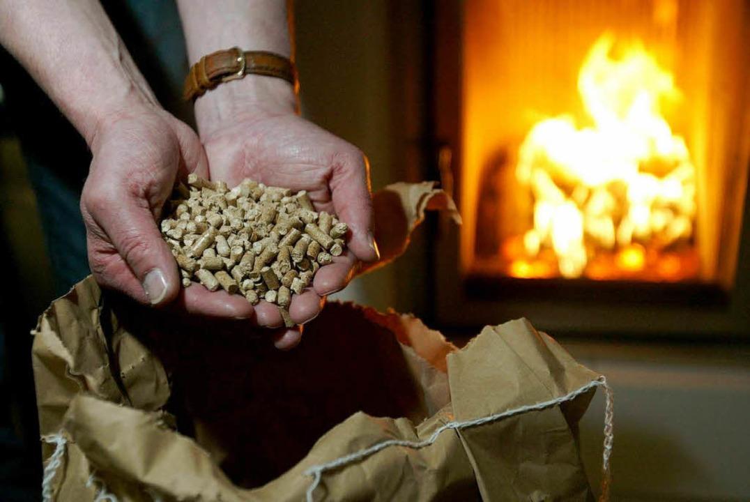 Holzpellets – ein wertvoller Brennstoff.    Foto: ddp