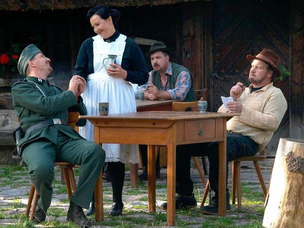 2. Szene: Im Wirtshaus flirtet der junge Nazi Ecker mit Rosalina