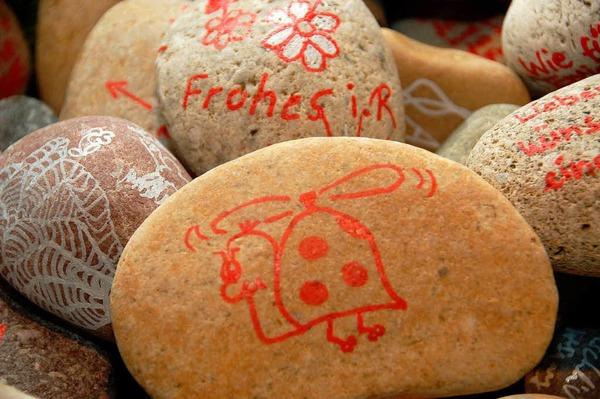 Steine mit guten Wünsche als Abschiedsgeschenke.