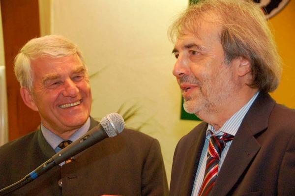 Wein gab es vom scheidenden Bürgermeister für Hauptamtsleiter Friedrich Treuheit.