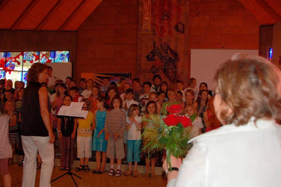 Der Schulchor sorgte für die musikalische Umrahmung der Feier (Foto: Andrea Gallien)