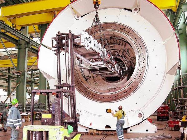 2002: Die Tunnelbohrmaschine  wird montiert