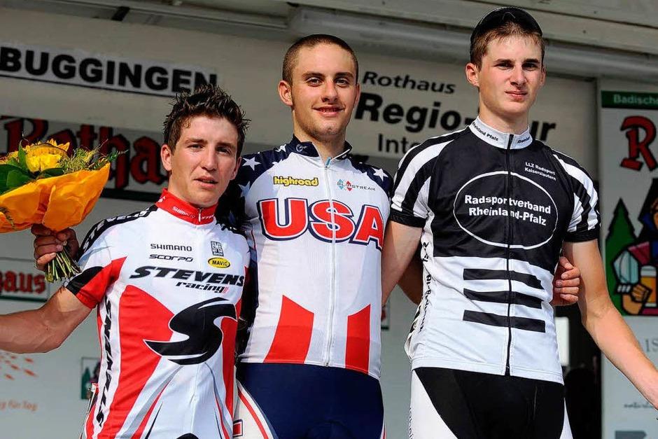 Die drei Erstplatzierten mit Tagessieger Jacob Rathe in der Mitte. (Foto: schön)