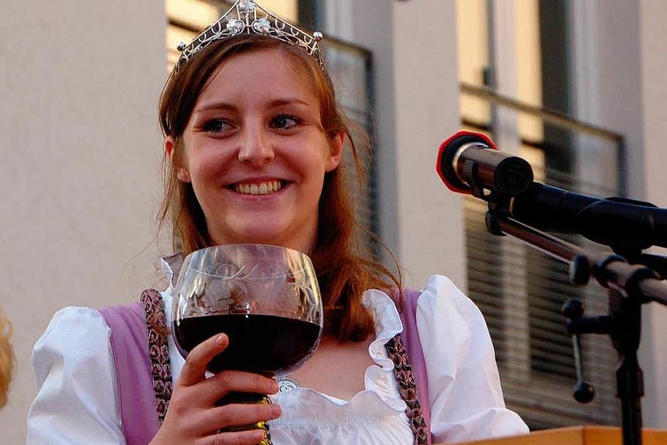 Die Markgräfler Weinprinzessin Lisa Wagenmann eröffnete das Wolfenweiler Weinfest am Freitagabend. (Foto: Tanja Bury)