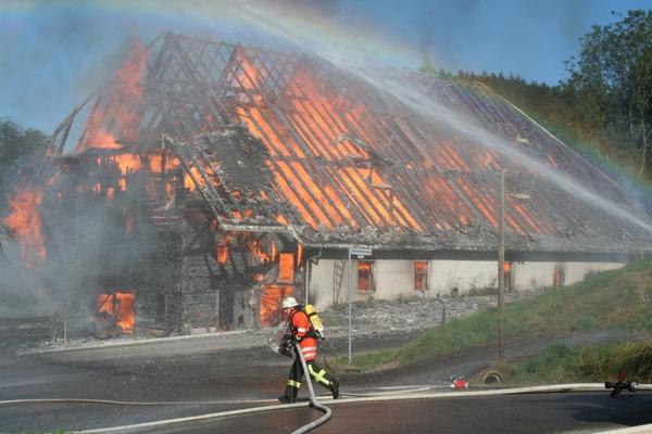 Großbrand in Hinterzarten: Der Kesslerhof ist nicht zu retten.