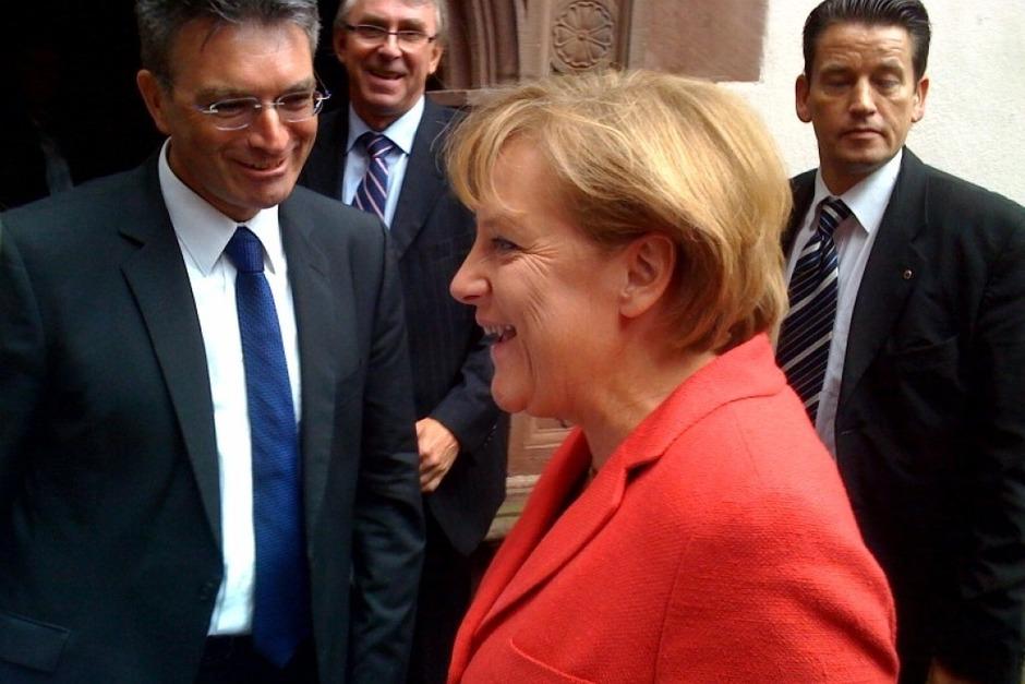 Ein Omen für die anstehende Bundestagswahl? Der erste, der von Angela Merkel in Freiburg begrüßen wird, ist Freiburgs OB Dieter Salomon. (Foto: Joachim Röderer)