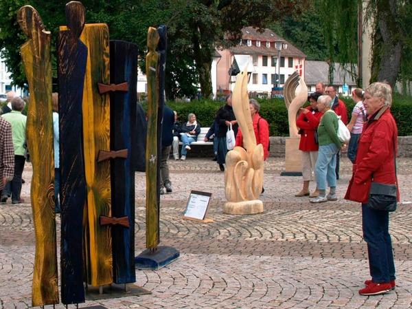 Auch vor der Prämierung betrachteten bereits viele Gäste die Skulpturen mit Interesse