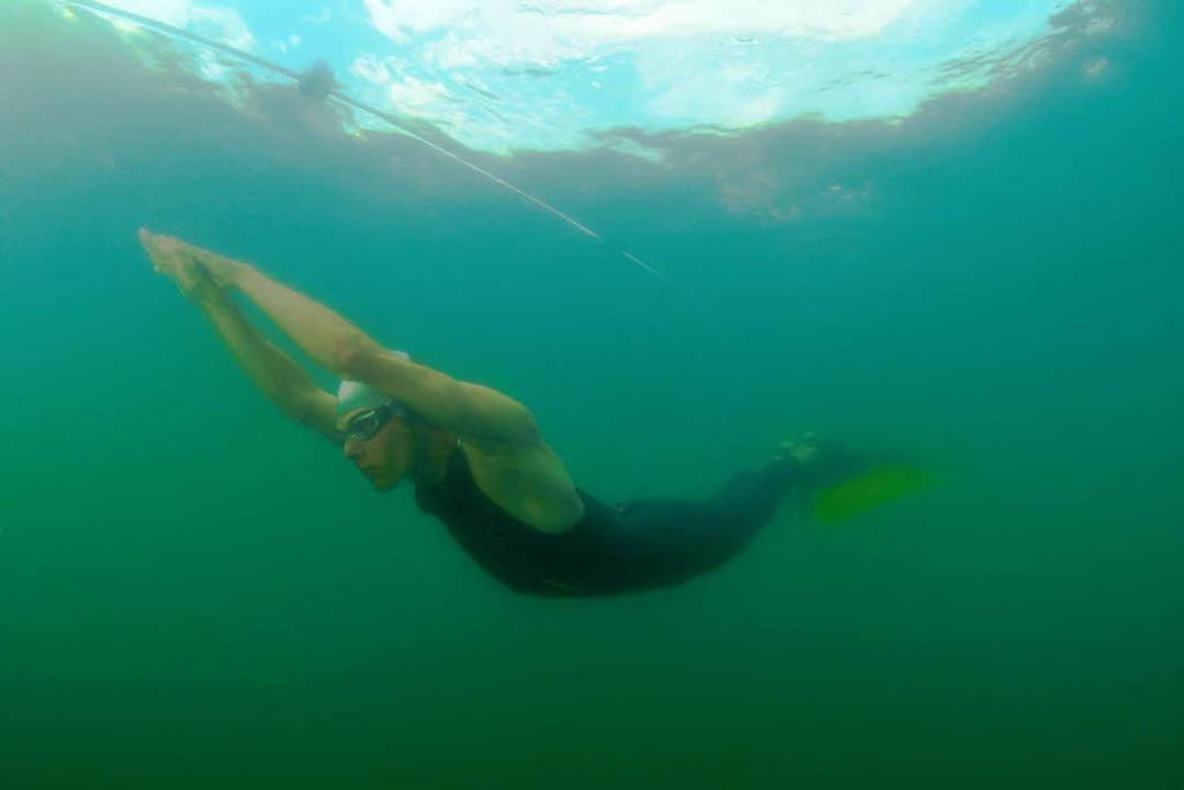 Unter Wasser: Die nächsten 132 Meter geht's ohne Luft!  | Foto: Tauchcenter Freiburg / Holger Hambrecht