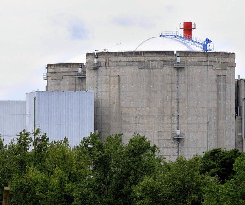 Wie lange hält der noch?  Der Reaktorblock in Fessenheim  wird überprüft.     Foto: S. Gollrad