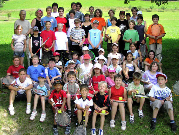 Über 40 Kinder und Jugendliche wurden im Rahmen des Kinderferienprogramms einen Vormittag lang vom Verein der Tennisfreunde Münstertal unter dessen Fittiche genommen. | Foto: Manfred Lange