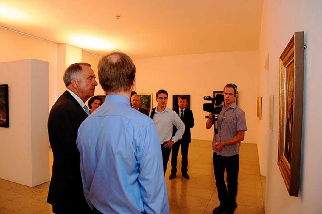 Kulturstaatsminister Bernd Neumann (li...m 13. August im Museum für Neue Kunst.    Foto: Privat