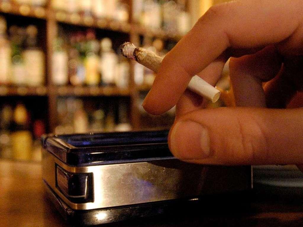Wieviel müsste die Zeit was Rauchen aufgeben