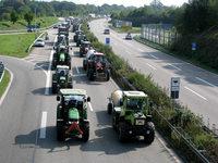 Milchbauern: Traktorkorso auf der B3 nach Rust