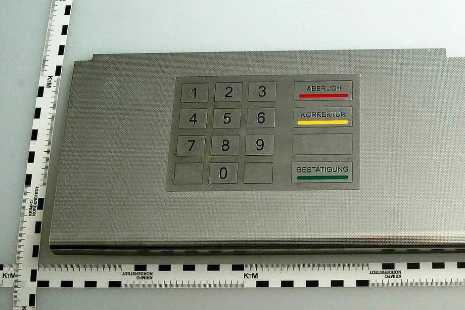 Wie diese von der Polizei sichergestellte Tastaturattrappe zeigt, verstehen die Fälscher ihr Handwerk. (Foto: LKA Bayern)