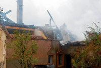 Haus mit Scheunendach brennt nieder