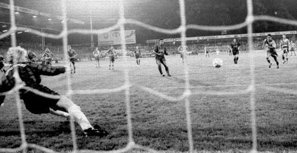 Cardoso trifft per Elfer beim 5:1  im August 1994.