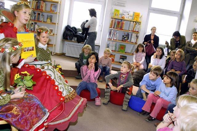 Königliche Visite in der Stadtbücherei