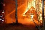 Feuer zerst�rt Bauernhof in Kappel