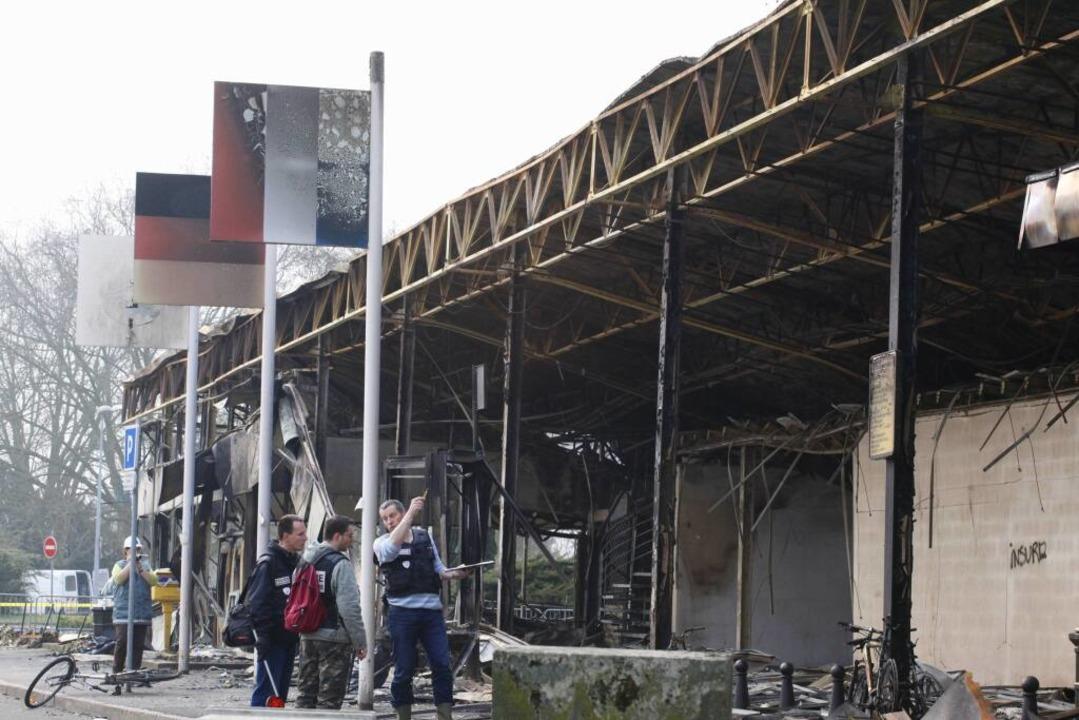 Ein Raub der Flammen: Die ehemalige Gr...hat nun für zwei Demonstranten Folgen.  | Foto: ddp