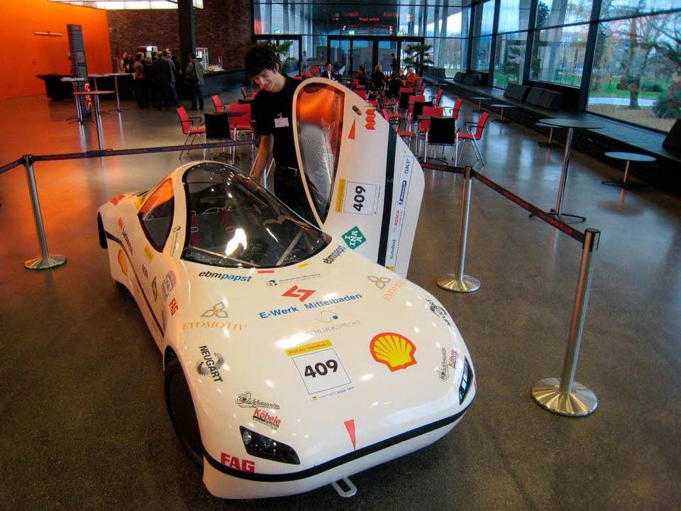 Sebastian Sinz, Student der Hochschule...der auf der Ecomobil präsentiert wird.  | Foto: Helmut Seller