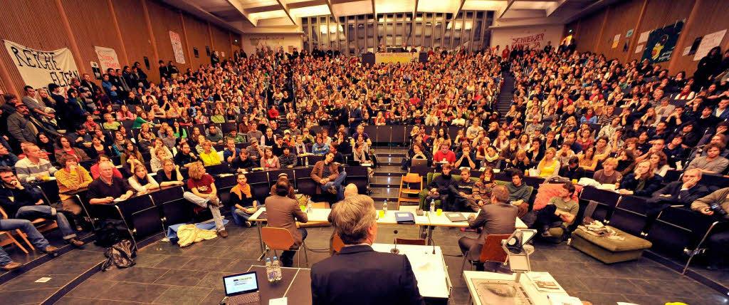 fotos freiburgs uni rektor diskutiert mit studenten freiburg fotogalerien badische zeitung. Black Bedroom Furniture Sets. Home Design Ideas