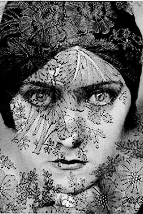 Gefährlich schön: Edward Steichens Por...24 Titelbild vom Magazin Vanity Fair.   | Foto: belser verlag