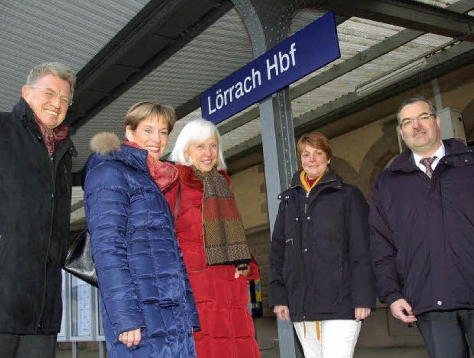 Freude über Lörrach Hauptbahnhof (von ...ter Sutter, Bahnhofs-Manager Freiburg   | Foto: Nikolaus Trenz