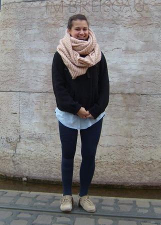 Alexandra, 22