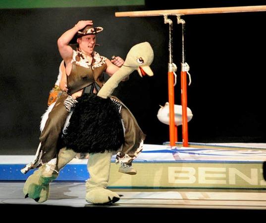 Turnen, Gymnastik  Sport, Musik, Tanz, Theater, Show: Die Turngala des Schw�bischen und des Badischen Turnerbundes in der Freiburger Rothaus-Arena war ausverkauft.